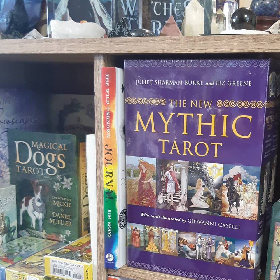 The New Mythic Tarot, depicts gods and goddesses, heroes and heroines of the Greek myths!